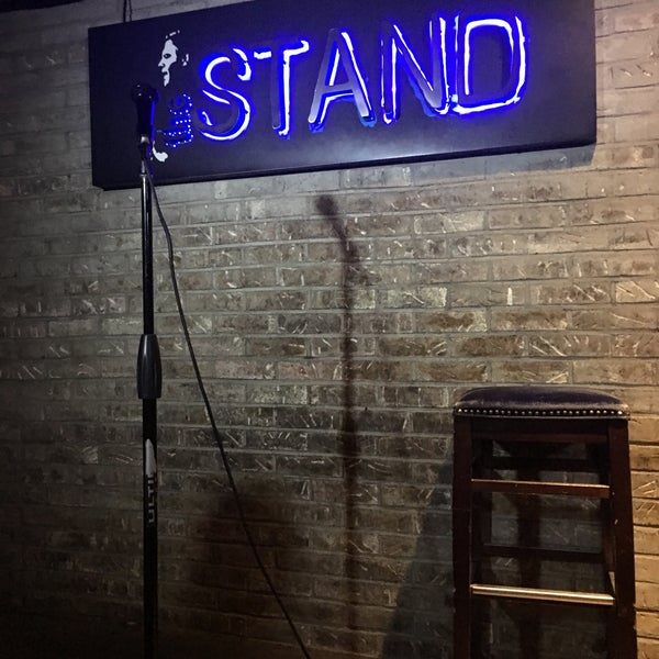รูปภาพถ่ายที่ The Stand Restaurant & Comedy Club โดย Caitlin G. เมื่อ 3/17/2018