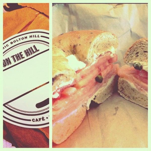 Foto diambil di On the Hill Cafe oleh Virginia Y. pada 11/3/2012