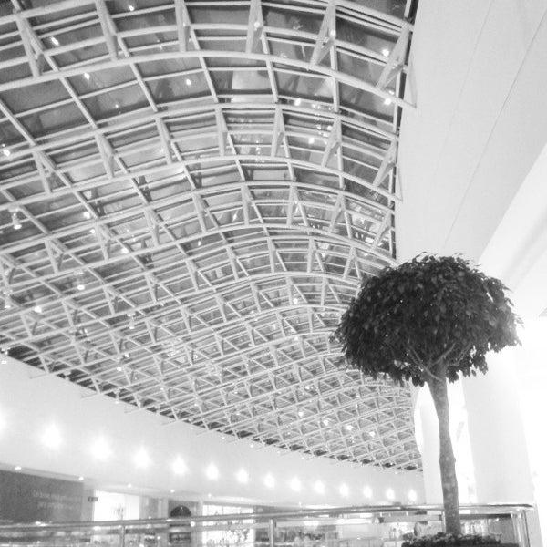 Foto tirada no(a) Shopping Palladium por Thiago G. em 4/12/2013