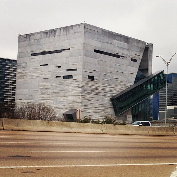 Foto tirada no(a) Perot Museum of Nature and Science por Steve W. em 2/12/2013