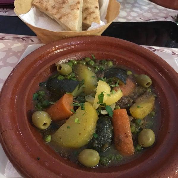 Foto tomada en Aljuzama Restaurante Árabe Halal por Saliha S. el 4/20/2018