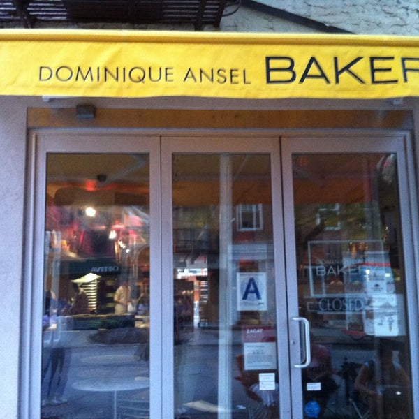 Foto tirada no(a) Dominique Ansel Bakery por Leigh S. em 7/22/2013
