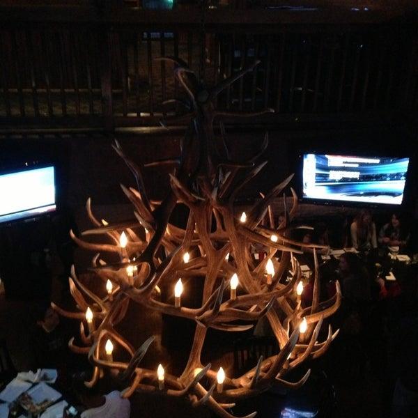 Das Foto wurde bei Royal Oak Bar and Grill von Sang L. am 3/1/2013 aufgenommen