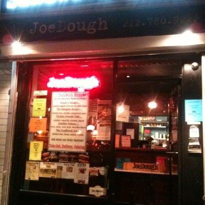 Foto tirada no(a) JoeDough Sandwich Shop por Napoleon S. em 10/18/2012