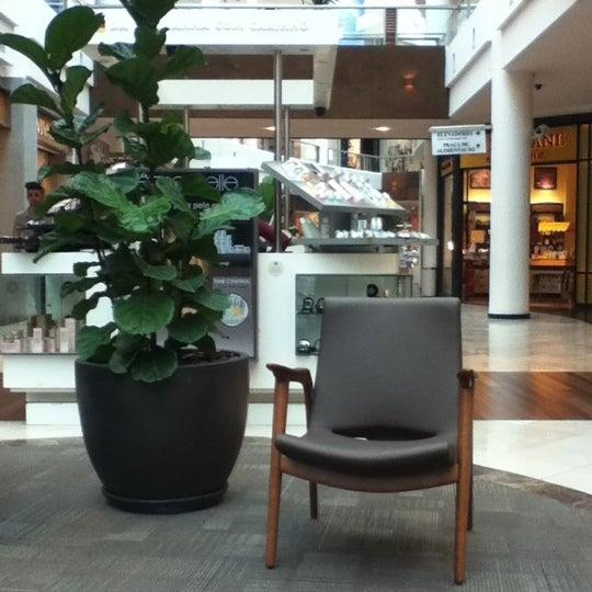Foto diambil di Shopping Crystal oleh Mauricio M. pada 1/22/2013