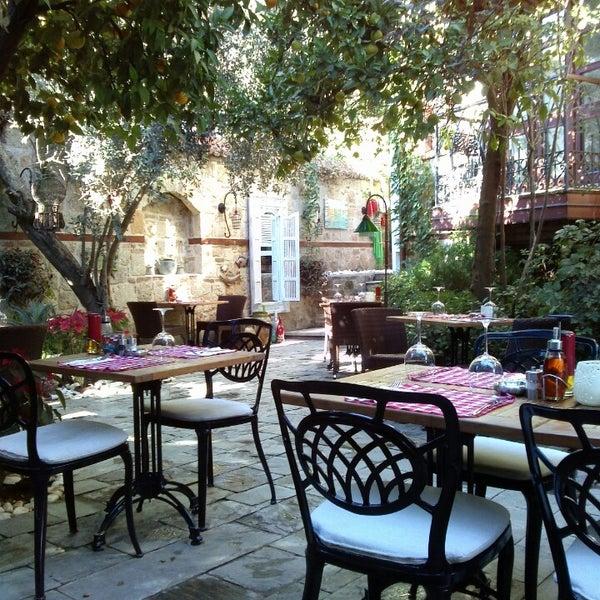 Das Foto wurde bei Il Vicino Pizzeria von Ela Gizem Ç. am 11/8/2013 aufgenommen