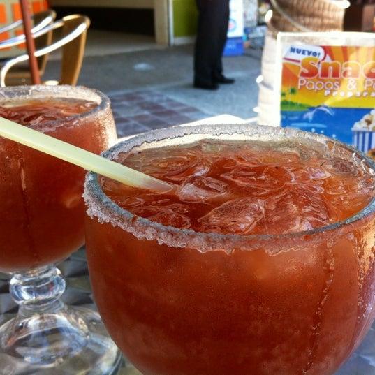 Foto diambil di Day Off Beach Bar oleh Santiago A. pada 10/19/2012