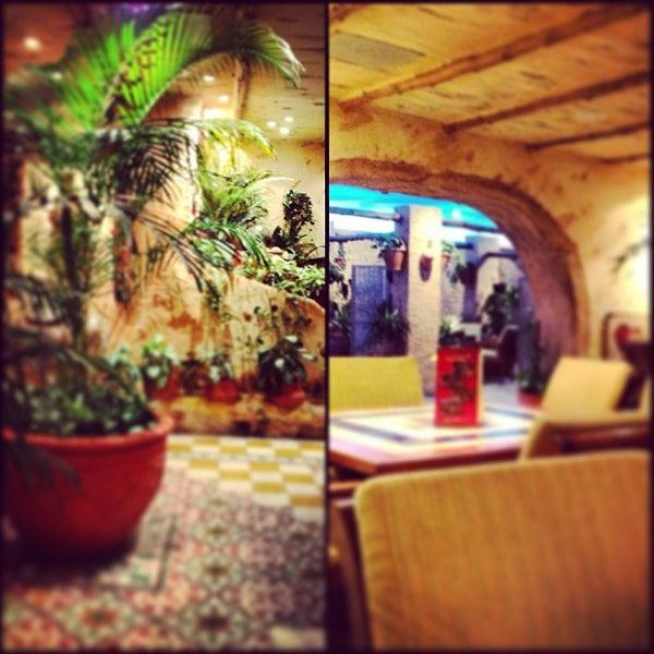 3/23/2013 tarihinde Noura Alamoudiziyaretçi tarafından Caffe Aroma Ksa'de çekilen fotoğraf