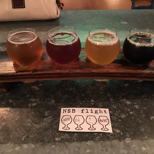 Foto scattata a Night Shift Brewing, Inc. da Matt il 10/25/2015