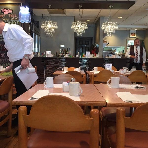 3/26/2015 tarihinde Edward A.ziyaretçi tarafından The Breakfast Club & Grill'de çekilen fotoğraf