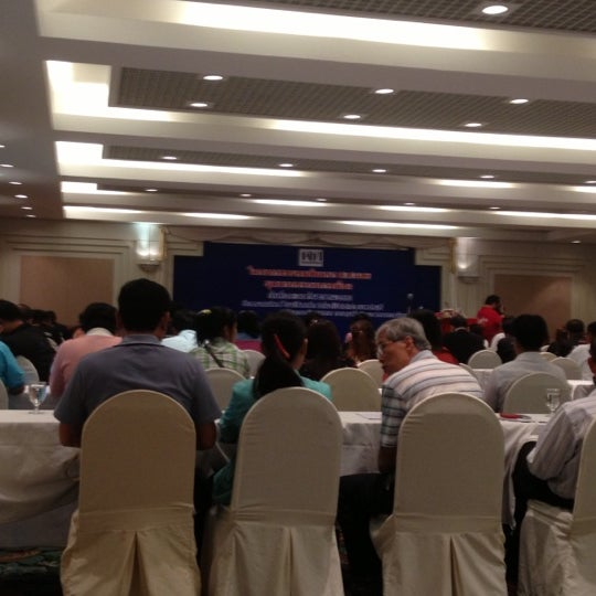 9/29/2012 tarihinde Thongraya C.ziyaretçi tarafından ห้องเสมา 3 Lakeside Pavillion'de çekilen fotoğraf