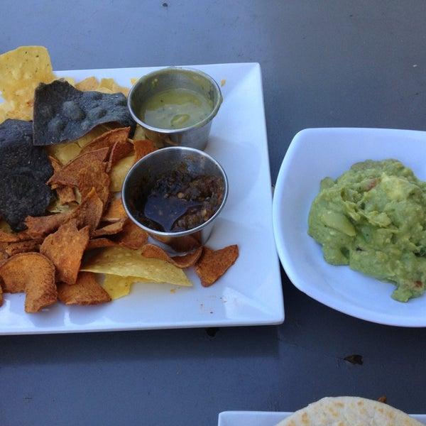 Снимок сделан в TNT - Tacos and Tequila пользователем Lucky M. 2/2/2013