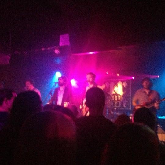Foto tomada en Rock & Roll Hotel por Gini P. el 11/17/2012