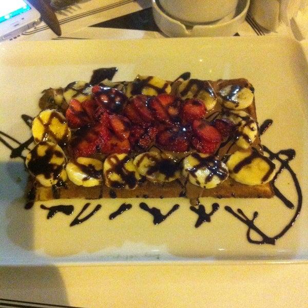 Foto tomada en Del Moon Coffee & Food & Hookah por HAKAN K. el 4/29/2013