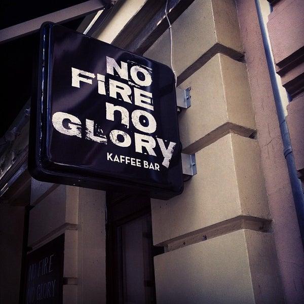 Foto tirada no(a) No Fire No Glory por Bryan M. em 9/27/2012