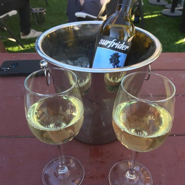 Photo prise au Rosenthal Wine Bar & Patio par Vera M. le1/28/2018