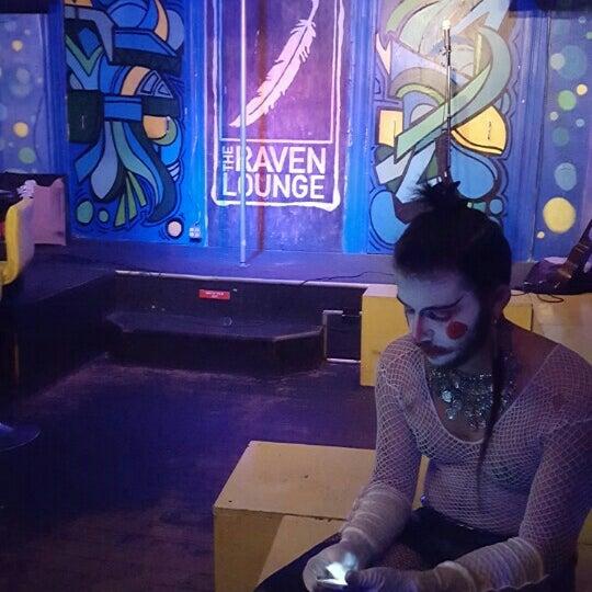 Foto tomada en Raven Lounge por Kelly D. el 7/31/2015