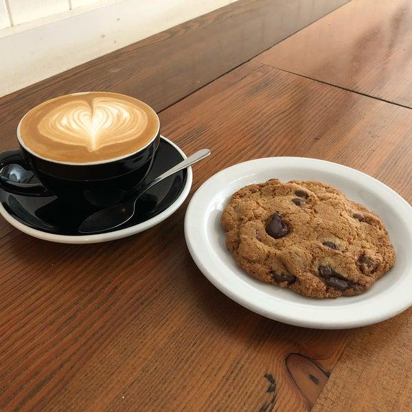 6/2/2018 tarihinde Dan C.ziyaretçi tarafından Analog Coffee'de çekilen fotoğraf