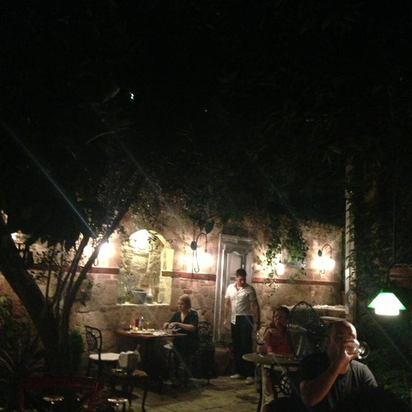 Das Foto wurde bei Il Vicino Pizzeria von Gökçe G. am 8/3/2013 aufgenommen