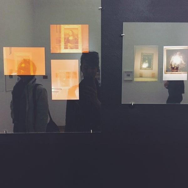 รูปภาพถ่ายที่ Mai Manó Gallery and Bookshop โดย Nikoletta F. เมื่อ 3/24/2017