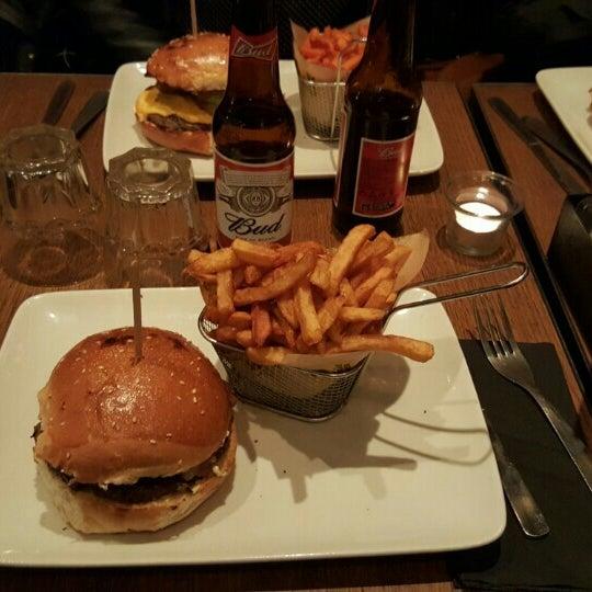 Foto tirada no(a) Mamie Burger Grands Boulevards por Kevin L. em 6/3/2015