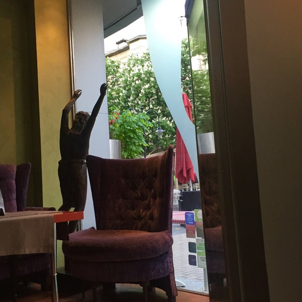 Foto diambil di Les Fleurs Boutique Hotel oleh Tijen K. pada 4/22/2016
