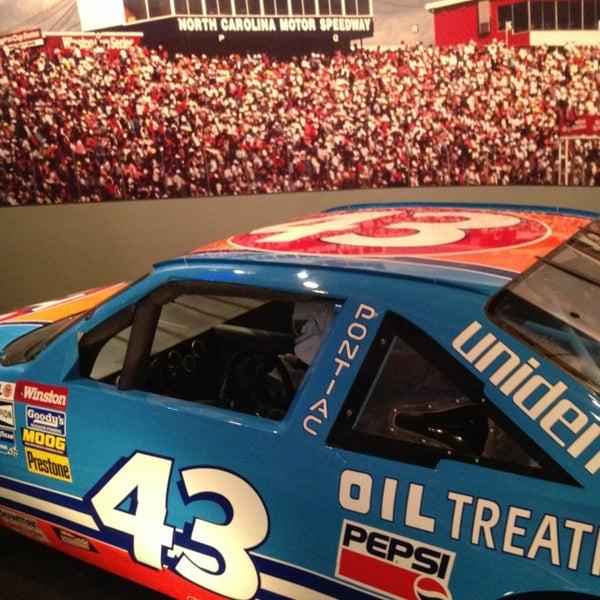 รูปภาพถ่ายที่ North Carolina Museum of History โดย Gleiver P. เมื่อ 12/20/2012