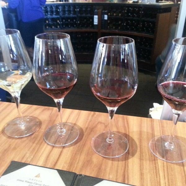 Das Foto wurde bei Artesa Vineyards & Winery von MollyMali M. am 5/25/2013 aufgenommen