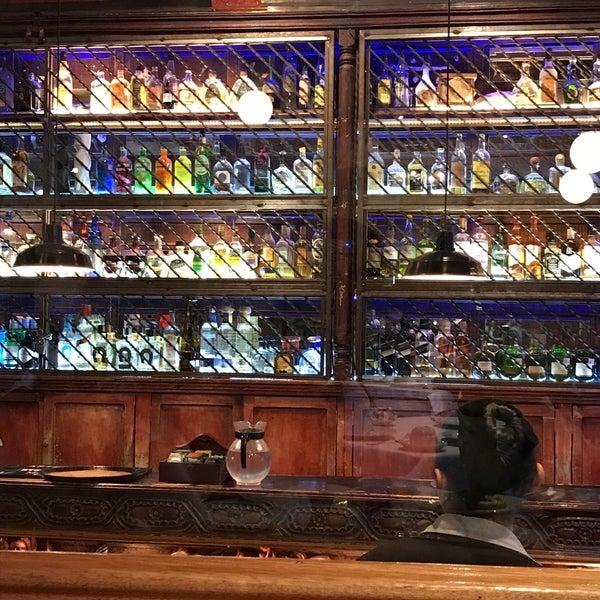 Foto scattata a Restaurante & Bar La Strega da Omar S. il 11/19/2017