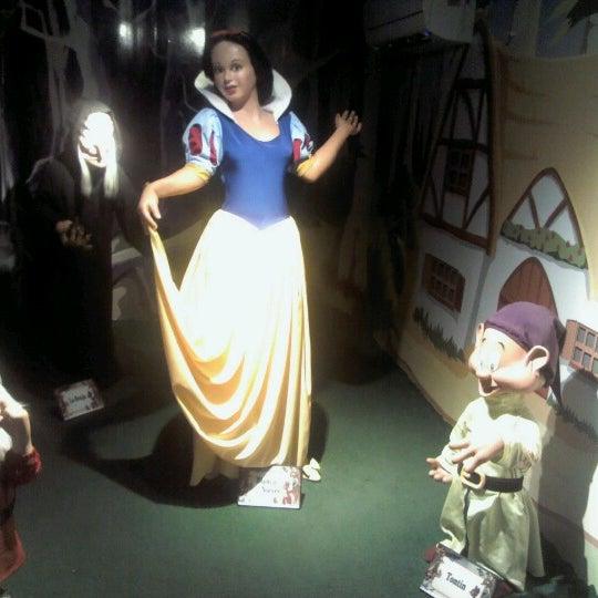 รูปภาพถ่ายที่ Museo de Cera โดย Alejandra P. เมื่อ 4/4/2013