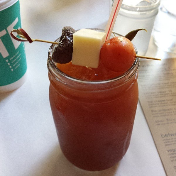 Снимок сделан в Southport Grocery & Cafe пользователем GR8socialmedia 8/3/2013
