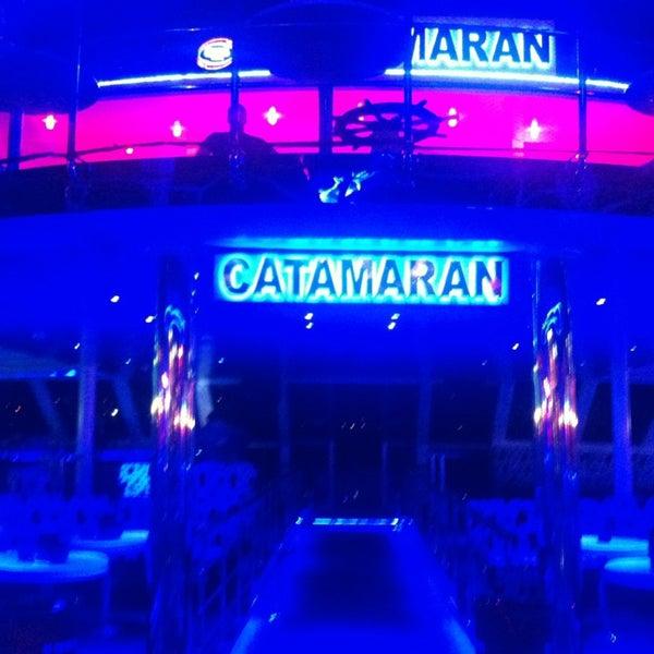 6/18/2013 tarihinde Kapadokya Tatilziyaretçi tarafından Club Catamaran'de çekilen fotoğraf