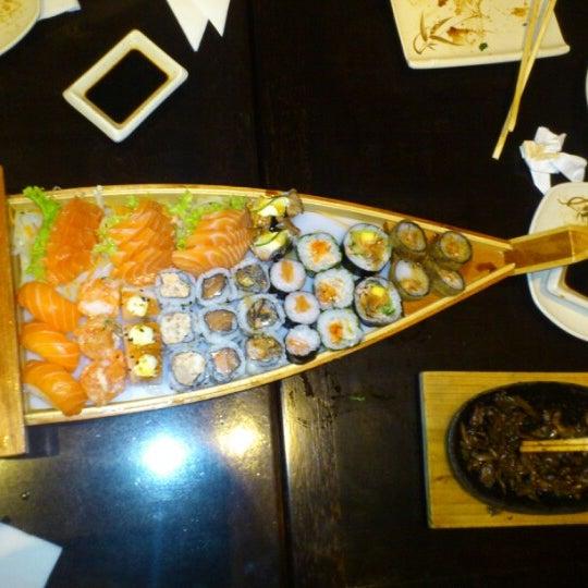 Foto tirada no(a) Kodai Sushi por Leila A. em 10/4/2012