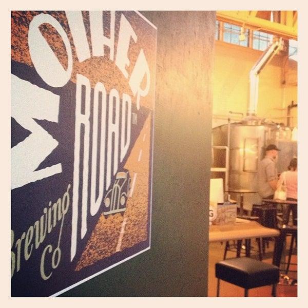 รูปภาพถ่ายที่ Mother Road Brewing Company โดย dawn b. เมื่อ 5/27/2013