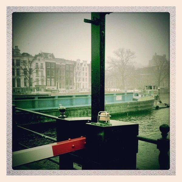 Photo prise au Café De Magere Brug par Ria B. le11/19/2012