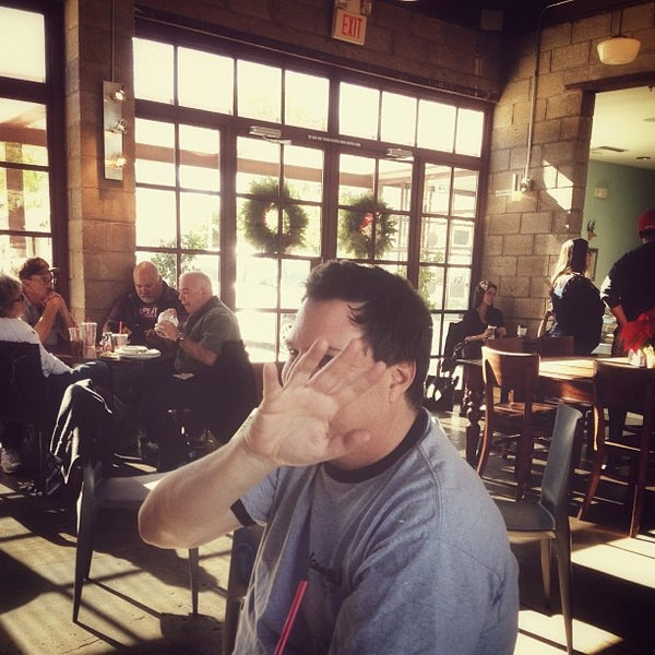 Das Foto wurde bei The Coffee Shop at Agritopia von Ricky B. am 12/9/2012 aufgenommen