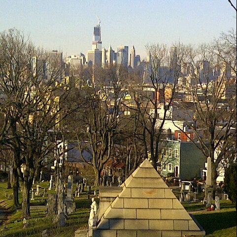 Foto tomada en Green-Wood Cemetery por Ed A. el 12/28/2012