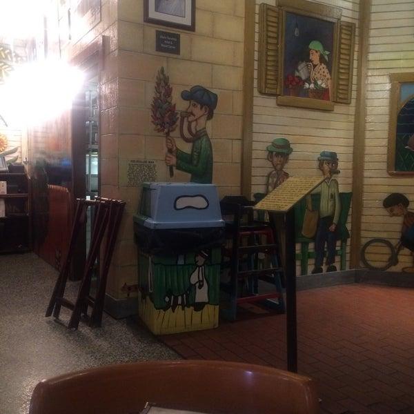 Foto diambil di El Meson de Pepe Restaurant & Bar oleh William R. pada 1/9/2016