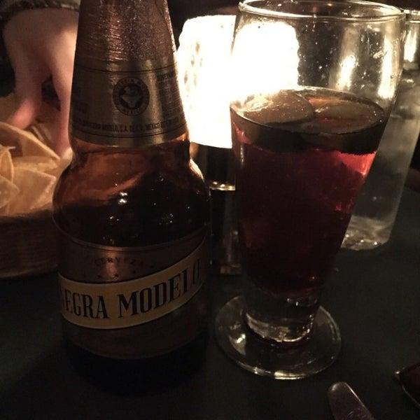 Foto tirada no(a) Javier's Gourmet Mexicano por dino d. em 2/14/2015