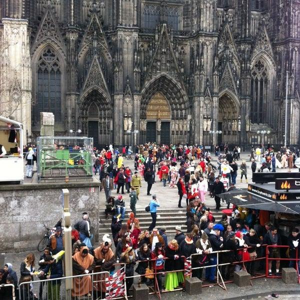 รูปภาพถ่ายที่ KölnTourismus โดย Adam G. เมื่อ 3/3/2014
