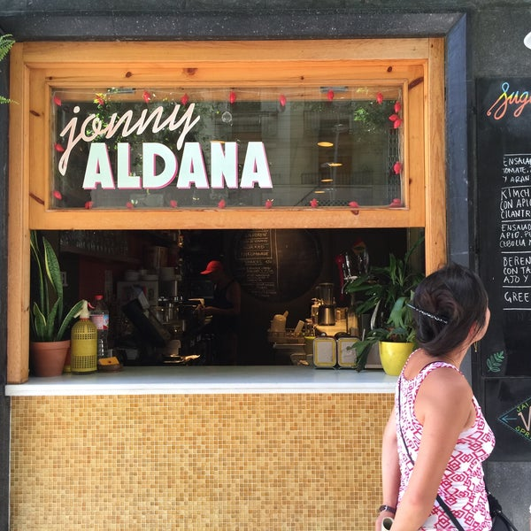 รูปภาพถ่ายที่ Jonny Aldana Bar โดย Adam G. เมื่อ 7/8/2016