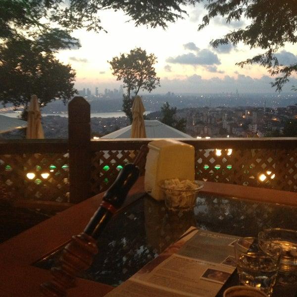 Foto scattata a Desde Cafe & Restaurant da Harun Ü. il 6/26/2013