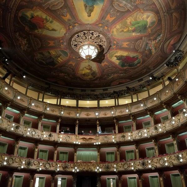 Das Foto wurde bei Teatro Colón von Claudio M. am 8/6/2016 aufgenommen