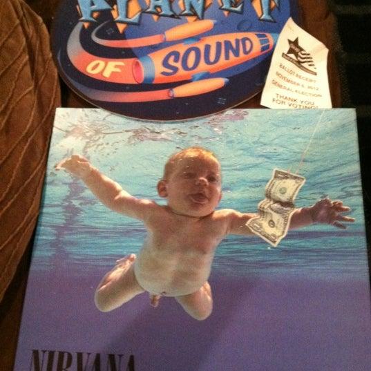 11/6/2012 tarihinde Greg M.ziyaretçi tarafından Laurie's Planet of Sound'de çekilen fotoğraf