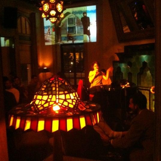 รูปภาพถ่ายที่ Zihni Bar โดย Selin M. เมื่อ 12/13/2012