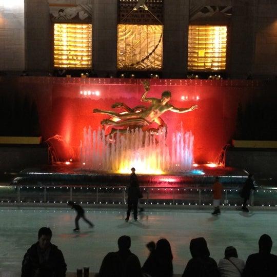 Das Foto wurde bei The Rink at Rockefeller Center von Jason M. am 11/12/2012 aufgenommen