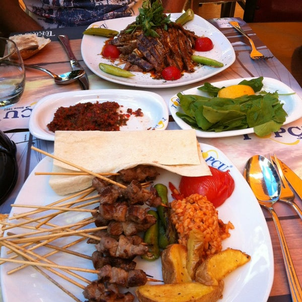 Foto diambil di Topçu Restaurant oleh Ozgul pada 5/2/2013