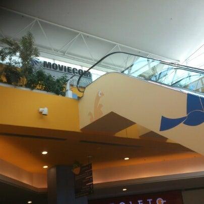10/30/2012 tarihinde Robson S.ziyaretçi tarafından Shopping Center Penha'de çekilen fotoğraf