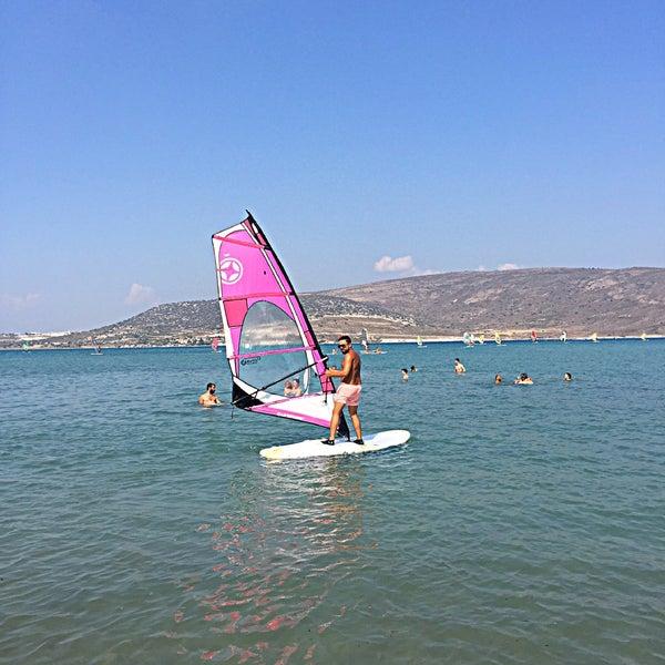 Das Foto wurde bei Alaçatı Surf Paradise Club von SeNeS am 8/25/2018 aufgenommen