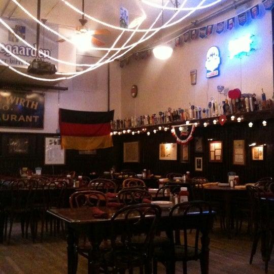 Foto tirada no(a) Jacob Wirth Restaurant por Punketta D. em 2/10/2013